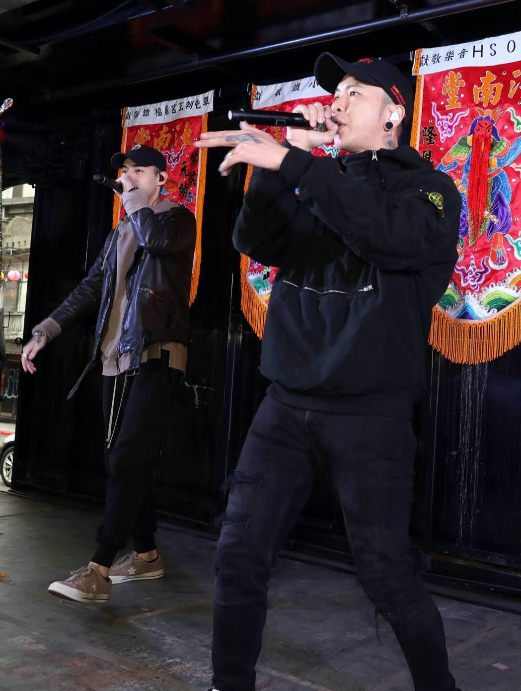 小春透露農曆年後3月會跟著熱狗MC HotDog一起去美國巡演。圖/本色提供