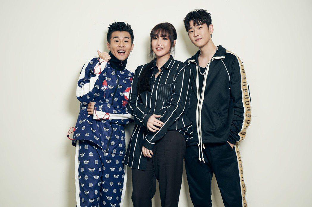 周興哲(右起)、A-Lin、屁孩出席KKBOX風雲榜頒獎典禮。圖/索尼提供