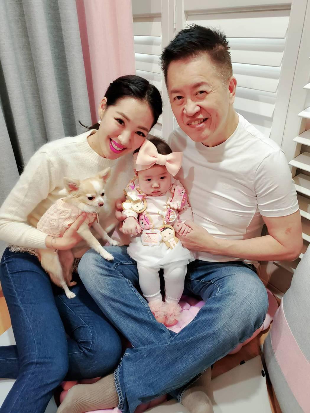 劉伊心(左)和老公林志隆的女兒已經滿5個月。圖/KC cookies 提供