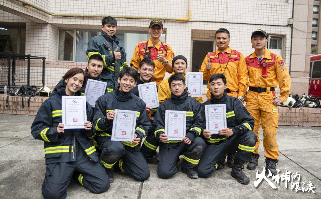 「火神的眼淚」演員受台北市消防局三個月的訓練。圖/公視提供
