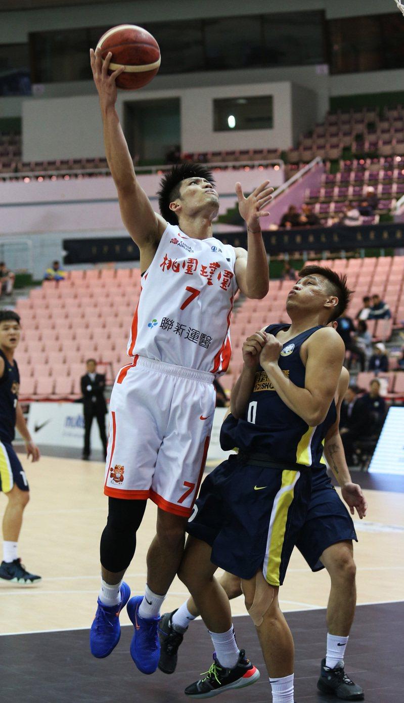 璞園隊林耀宗(左)。圖/中華籃球協會提供