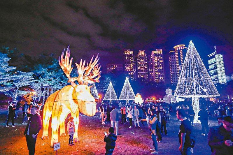 台中燈會副展區以「童趣樂園」為主題的文心森林公園,5大燈區、52座燈組已炫亮登場。 圖/台中市新聞局提供