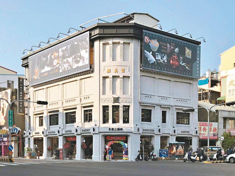 台南西門路與民族路口的知名建物寶美樓,目前是多那之咖啡店。 圖/取自台南點臉書