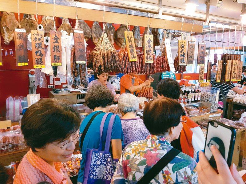 台北市南門市場的中繼市場去年已開幕,舊市場正在拆除。圖為南門市場搬遷前的情景。 圖/聯合報系資料照片