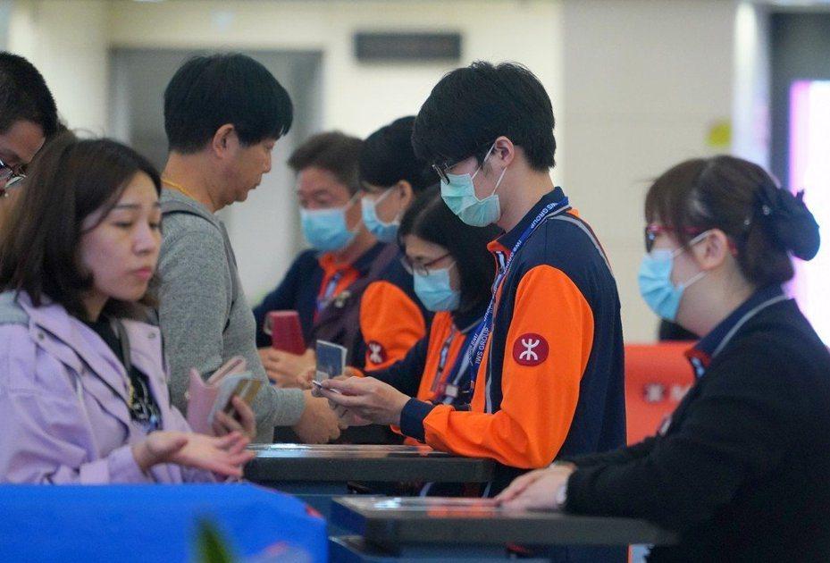 武漢衛健委14日針對「2019新型冠狀病毒」疫情表示,「不能排除有限人傳人的可能」。 (中通社)