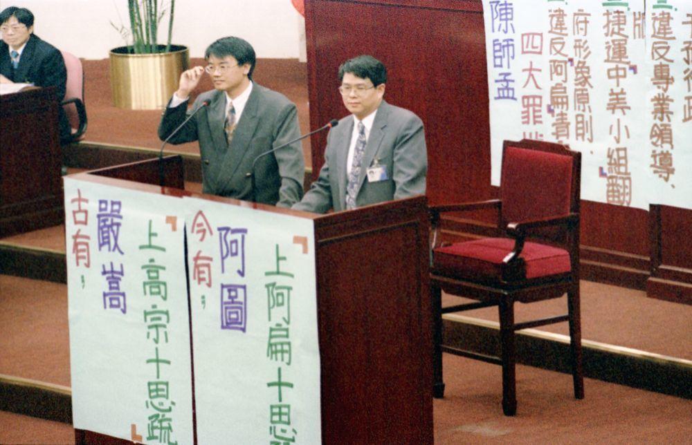 圖為當年的台北市議會,陳師孟(右)任副市長。圖/聯合報系資料照片