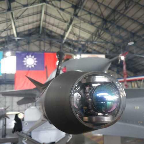 AIM-9X尋標頭特寫,具有左右轉動180度的搜索範圍,如果搭配頭盔瞄準具,甚至...