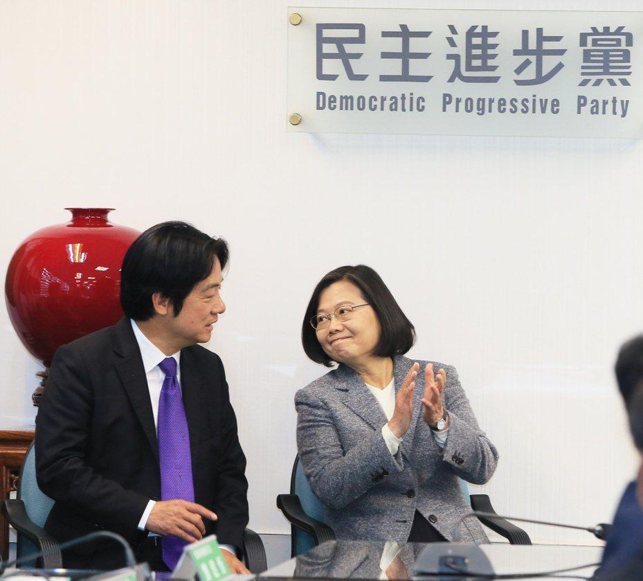 總統當選人蔡英文(右)與副總統當選人賴清德(左)。記者潘俊宏/攝影