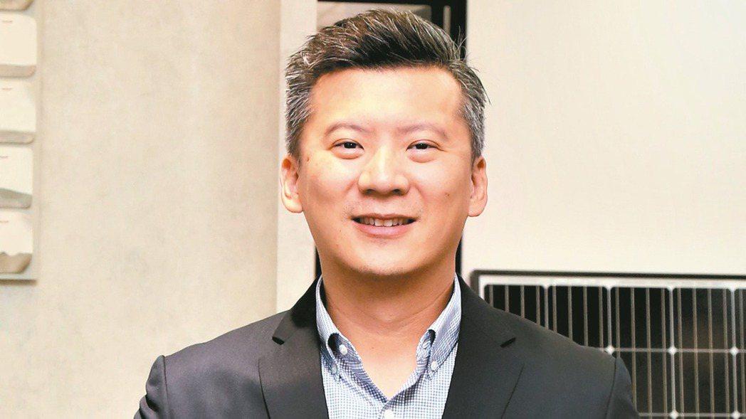 萬家香第三代、首美能源董事長吳如宇表示,跨足太陽能產業,台灣正在做綠能轉型,跟著...