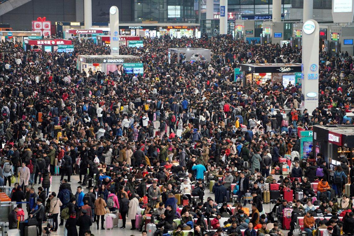 中國已進入農曆新年的「春運高峰」,北京當局要如何遏制30億人流的病毒全國大進擊?...