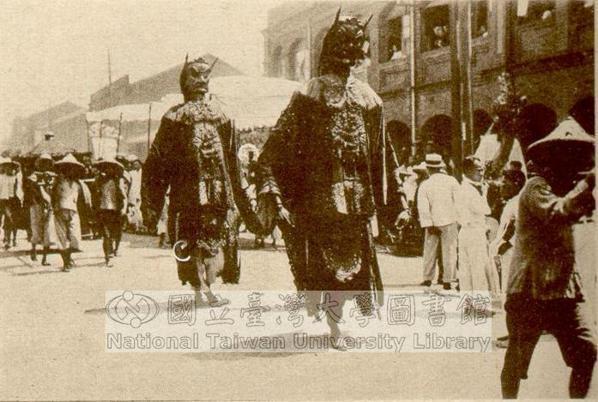 昭和十年(1936年)的迎神活動。傳統舊曆年,從12月16日的尾牙、送神、除夕、...