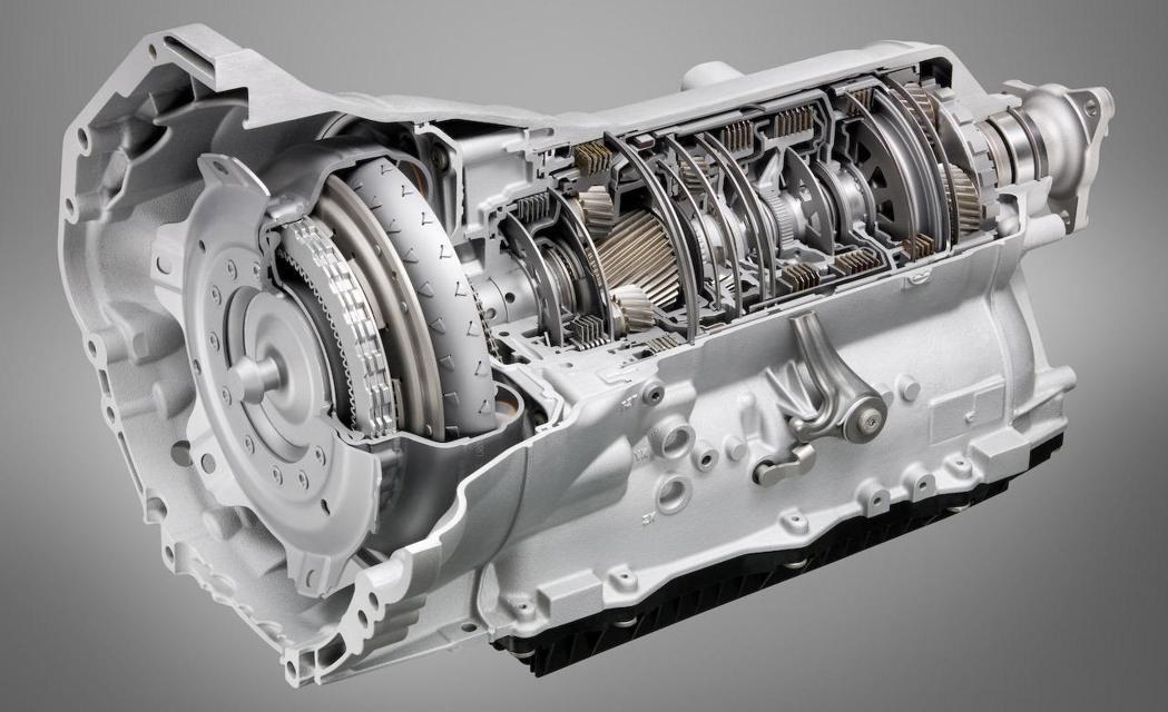 AT變速箱需要容納各檔齒輪,相對來說體積就大得多。 摘自網路
