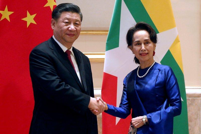 中國國家主席習近平日前出訪緬甸,圖為習近平與翁山蘇姬合影。 圖/路透社
