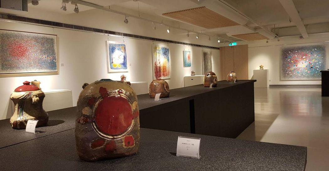 安倍與內田兩位藝術家透過微妙的藝術形式,結合生活週遭環境以及生命的經驗,運用顏色...