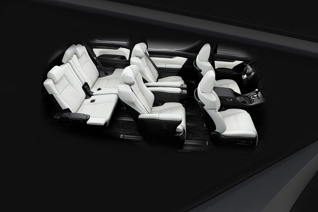 Lexus LM七座雋雅版具備前排座椅加熱/通風功能、方向盤加熱、三區獨立空調等...
