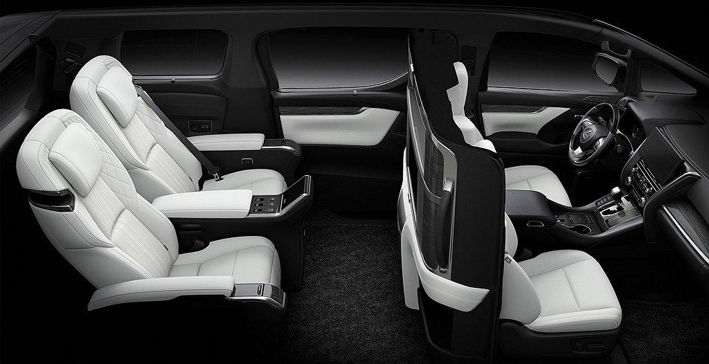 Lexus LM四座禦世版,第二排為超寬敞Ottoman座椅(具按摩功能)、專屬...