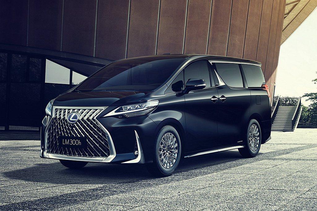 Lexus LM 300h搭載排氣量2.5L Atkinson汽油引擎搭配電動馬...