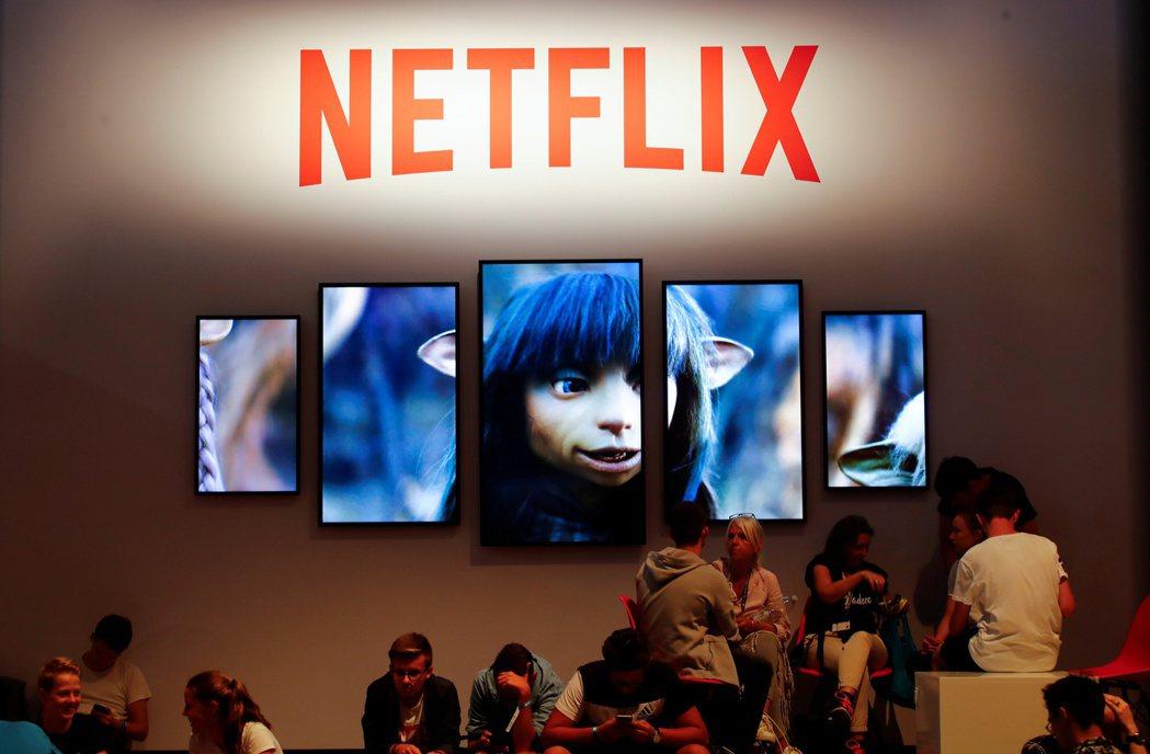 影音串流平台Netflix在近年興起,提供各國電影,讓不會外語又不習慣看字幕的觀...