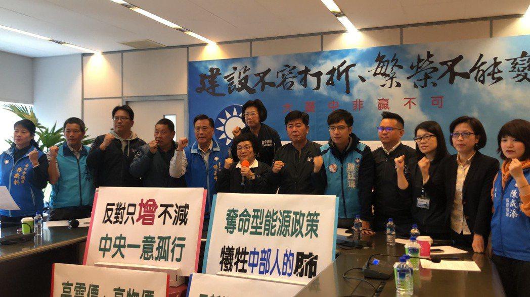 台中市國民黨團今天主張台電在中火增加燃氣機組,就必須讓燃煤機組除役,備用是騙人。...