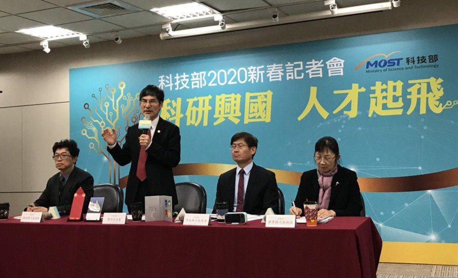 科技部今天舉行年終記者會,部長陳良基報告過去三年成果。記者潘乃欣/攝影