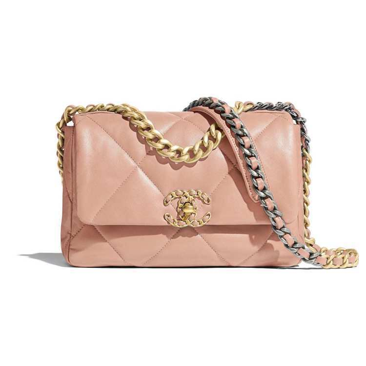 Chanel 19包,15萬5,600元。圖/摘自官網