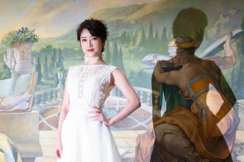 歌手李婭莎今天舉行最新台語專輯「毒糖仔」發片記者會,李婭莎也在記者會上清唱《毒糖仔》,更與蕭煌奇首度合體對唱《佮你牽手》。