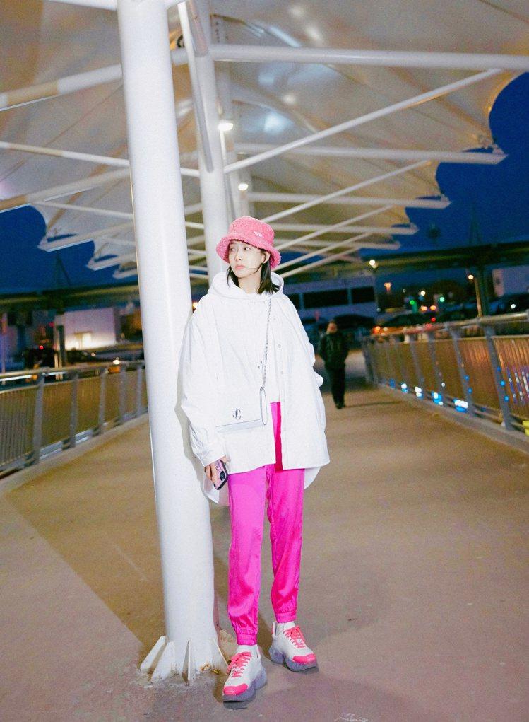 宋茜穿The Highlighted系列經典運動鞋DIAMOND。 圖/Jimm...