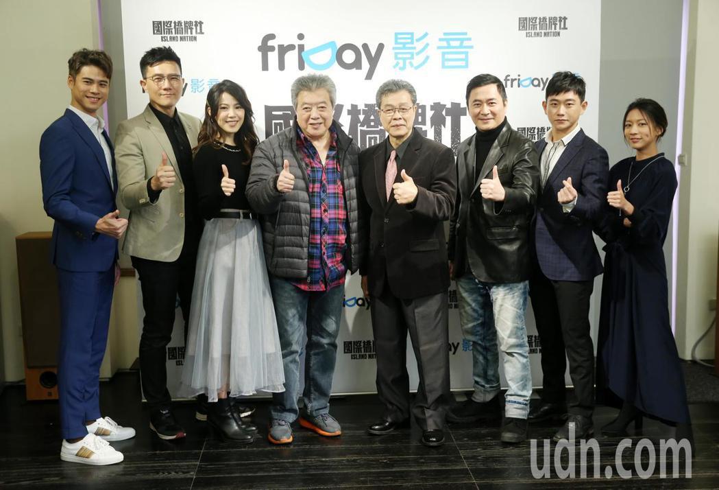 《國際橋牌社》今天舉行記者會,藝人吳定謙(左起)、蔣偉文、廖苡喬、林在培、楊烈、