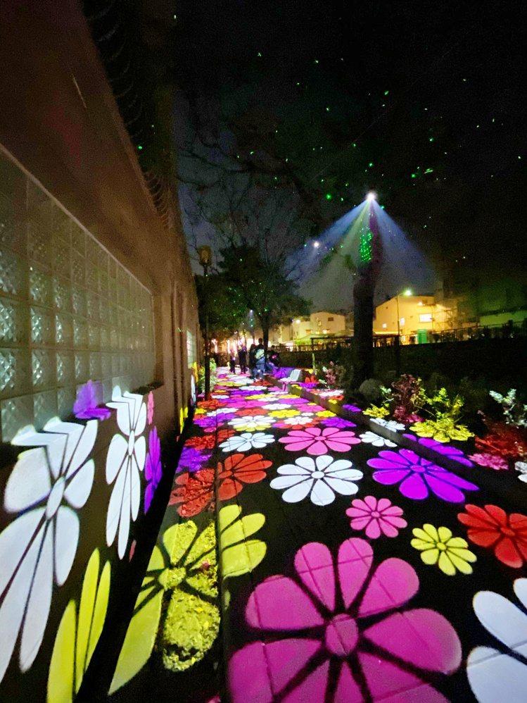 投影花朵步道也是相當熱門的打卡拍照點。記者魏妤庭/攝影