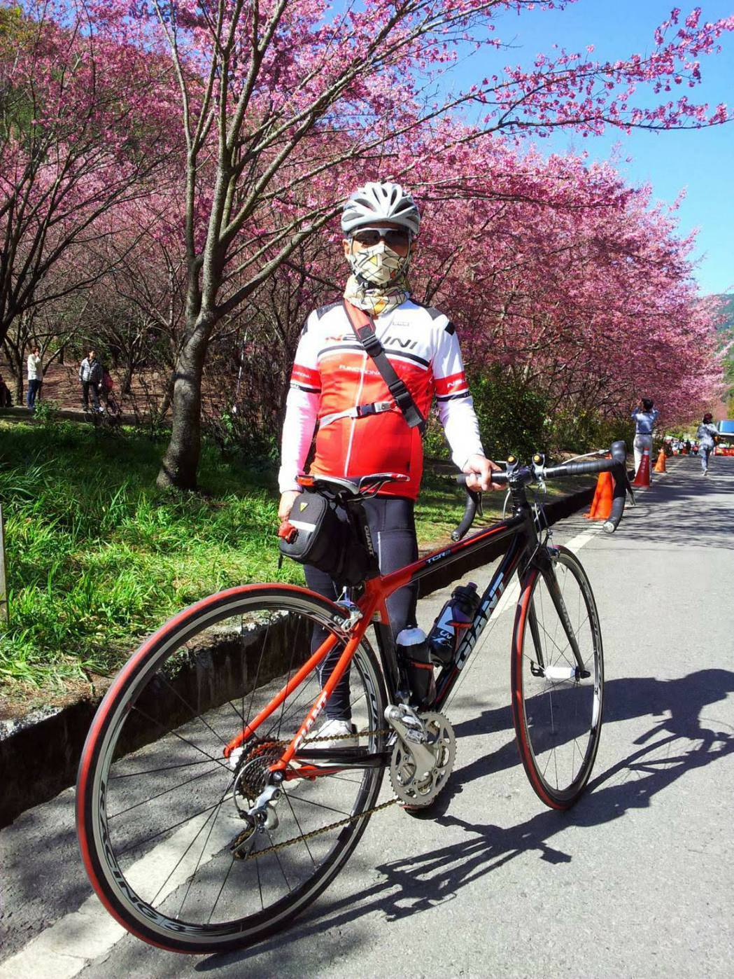 葉明祥罹癌後10年時間經醫師建議練就騎腳踏車運動,10年騎上合歡山19趟。圖/林...