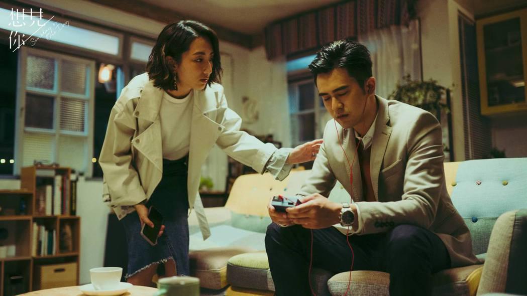 顏毓麟(右)在「想見你」中拿針頭傷害柯佳嬿。圖/中視提供