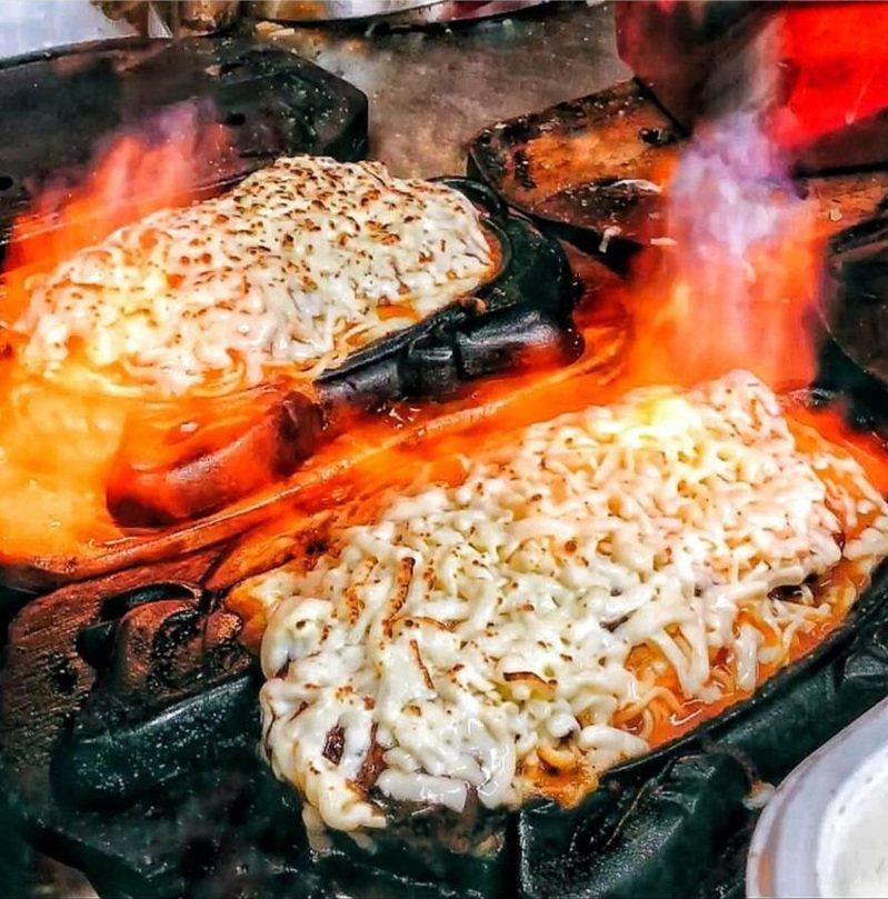 「樹林大眾牛排」炙燒起司排餐一夕爆紅。IG <a href=