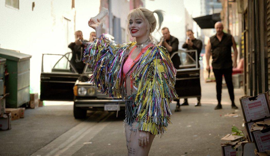 「猛禽小隊:小丑女的解放」劇照。圖/華納兄弟提供