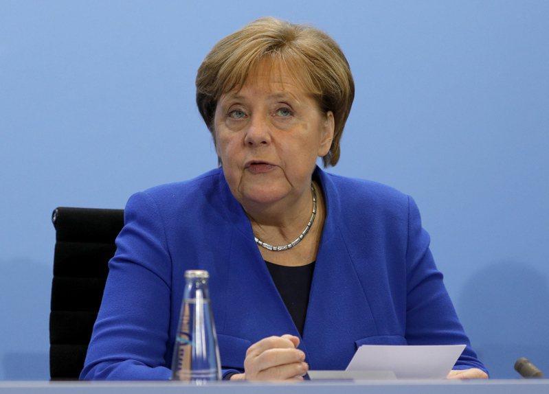 圖為梅克爾19日在柏林利比亞峰會記者會上發言情形。歐新社