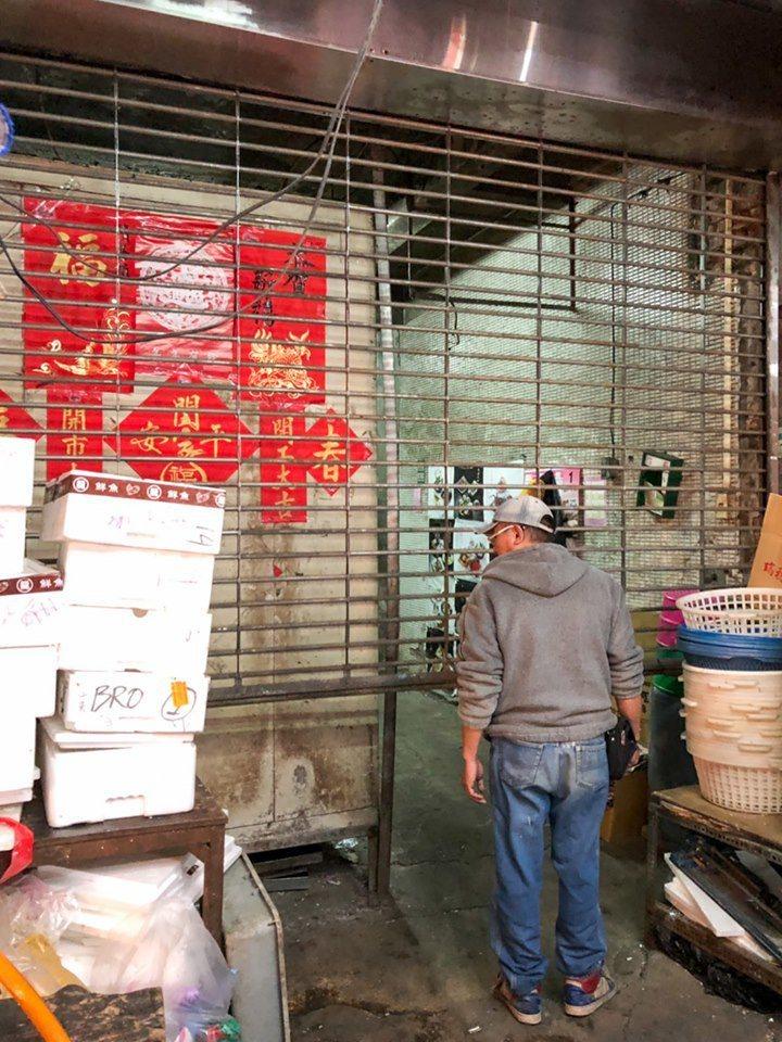 溫女今天在永樂商場一家食品冷凍倉庫慘遭電梯夾頭,目前生命情況恢復穩定。圖為倉庫外觀。 記者蔡翼謙/翻攝