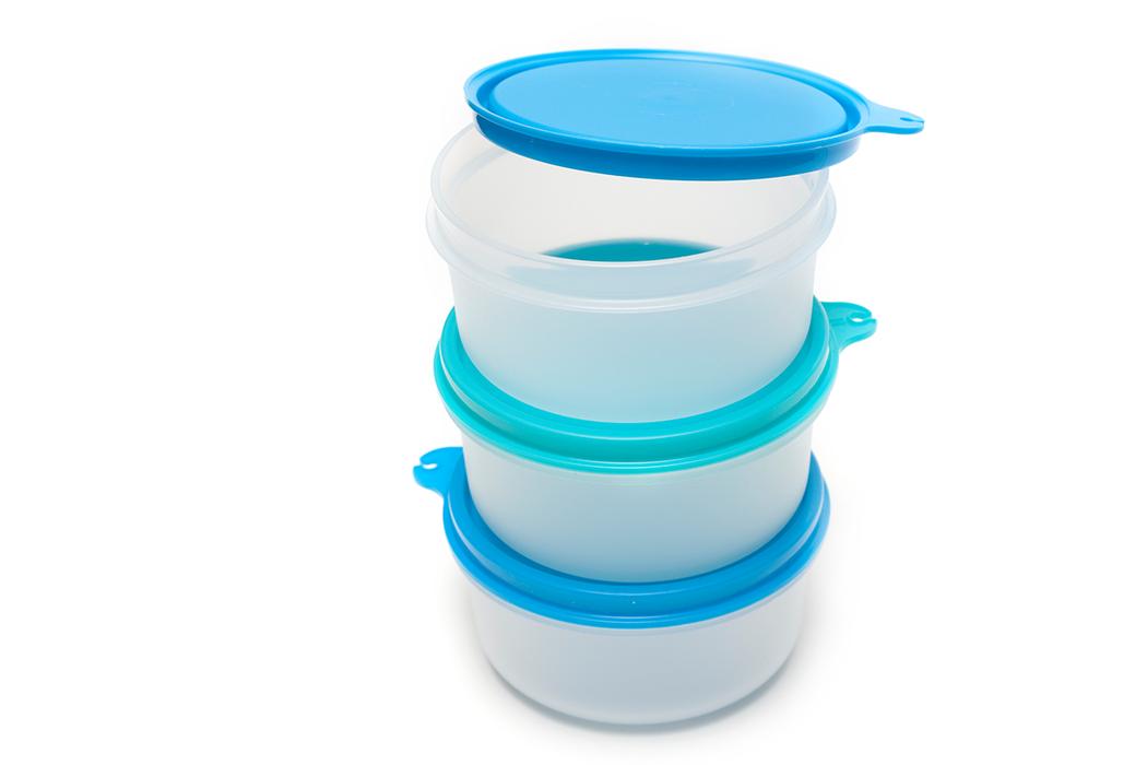 由於不能保證塑膠容器一定安全,民眾要求自保,最好避免使用塑膠餐具,選擇不鏽鋼、陶...