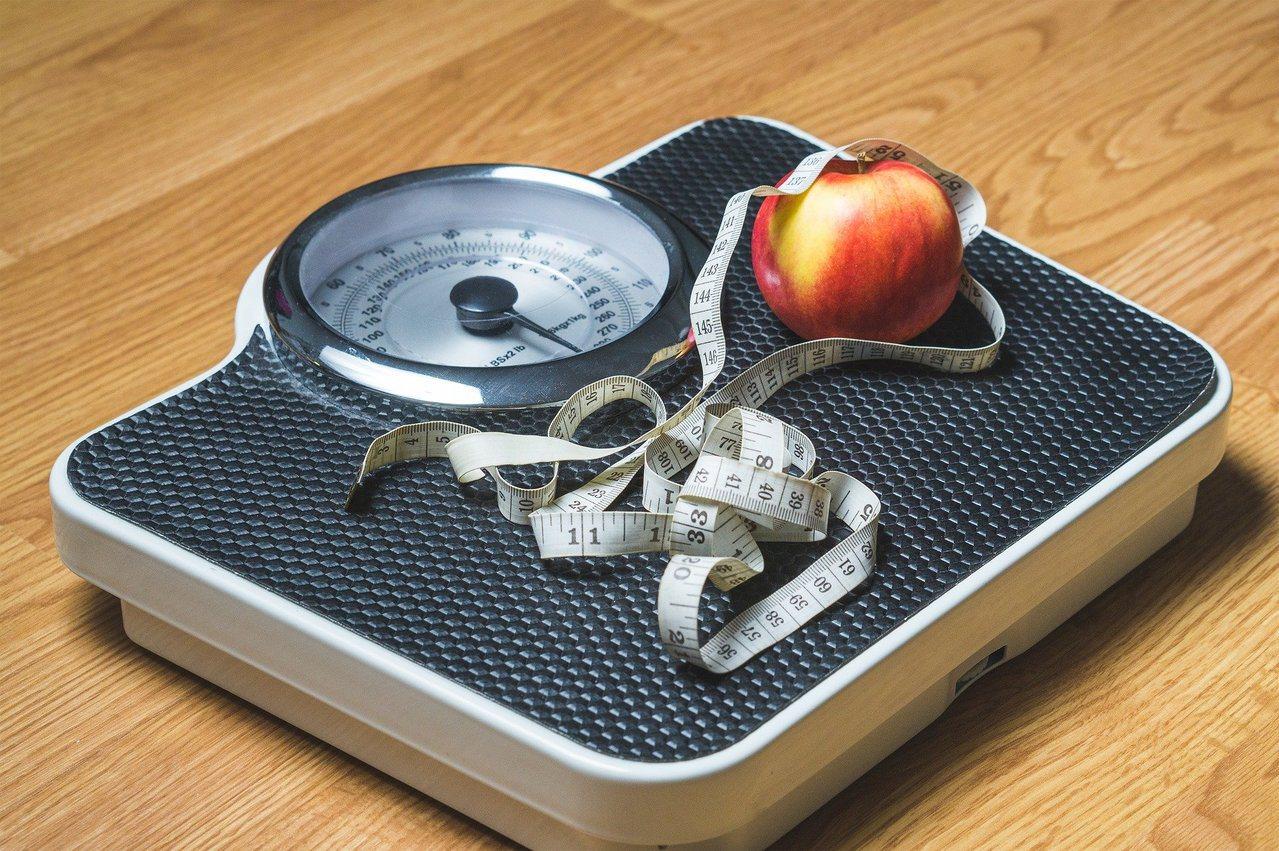 年後採取每餐「半211」飲食法,避免身材走樣、維持健康。 圖/pixabay