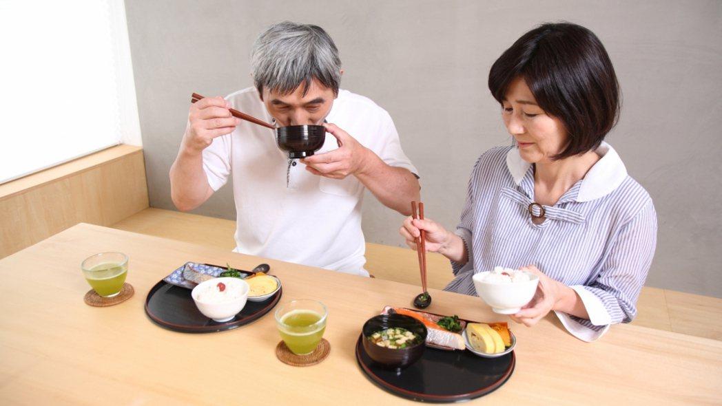 怕慢性病不表示飲食要很無聊,劉純君建議年長者仍應該講究高品質的飲食享受。 圖/安...