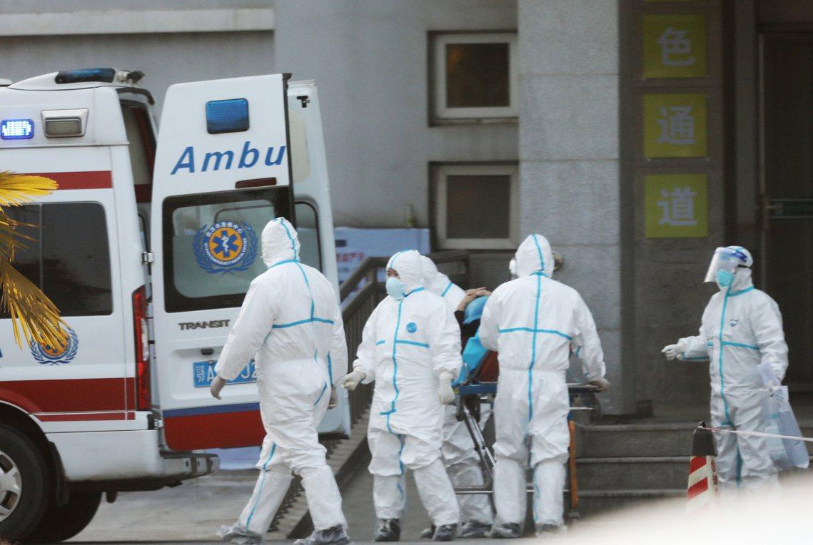 世界衛生組織的病學團隊已飛抵武漢;但在除夕倒數72小時的春運流量高峰前,中國的疫...