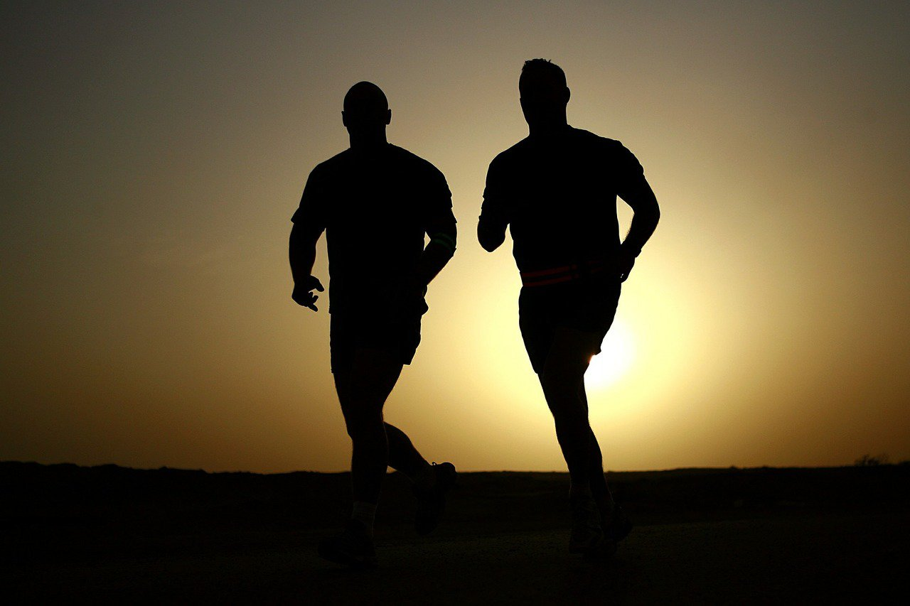 許多高年級生因為肌力不足,日常生活中的一些小動作都可能使他們受傷。 圖/pixa...