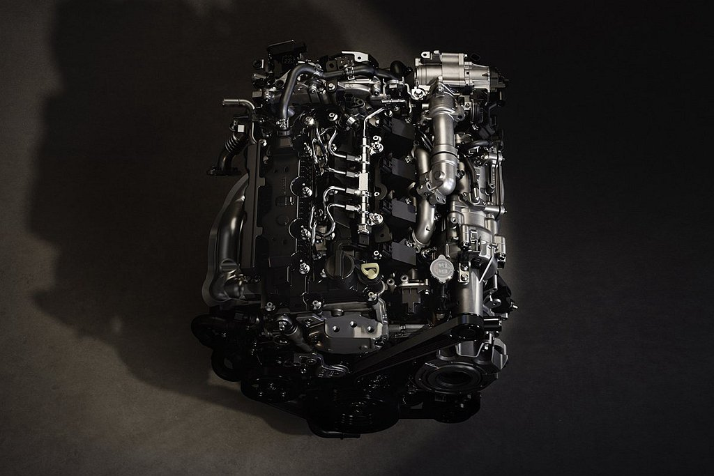 Skyactiv-X引擎搭載於Mazda CX-30上具備180ps最大馬力及2...