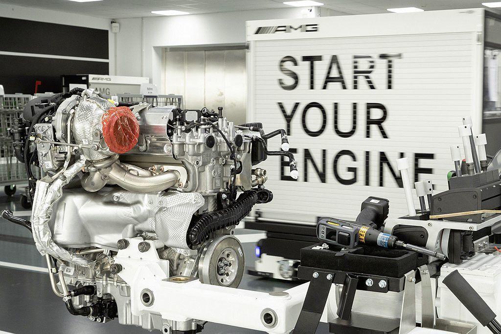Mercedes-AMG開發的M139渦輪引擎以滾珠軸承渦輪、雙渦流技術、高壓燃...