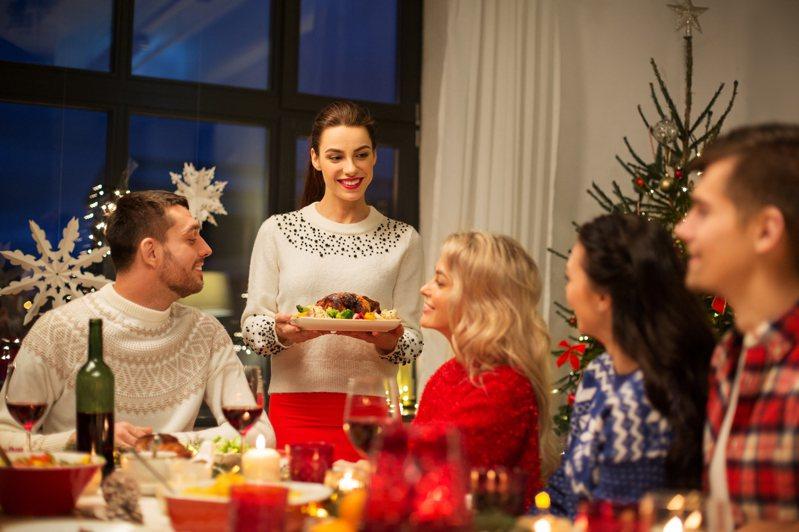 過年是家人團聚的日子,但總有一些族群無法與家人一起過年,可能是因為職業本身的緣故,那究竟又有多少職業有著無法返家過年的辛酸?示意圖/ingimage