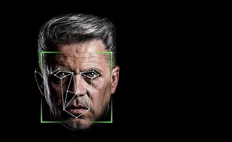 近來歐盟考慮禁止臉部辨識技術,而美國則擔心過度管制AI的發展,恐怕會扼殺創意。(Photo by Pikrepo)