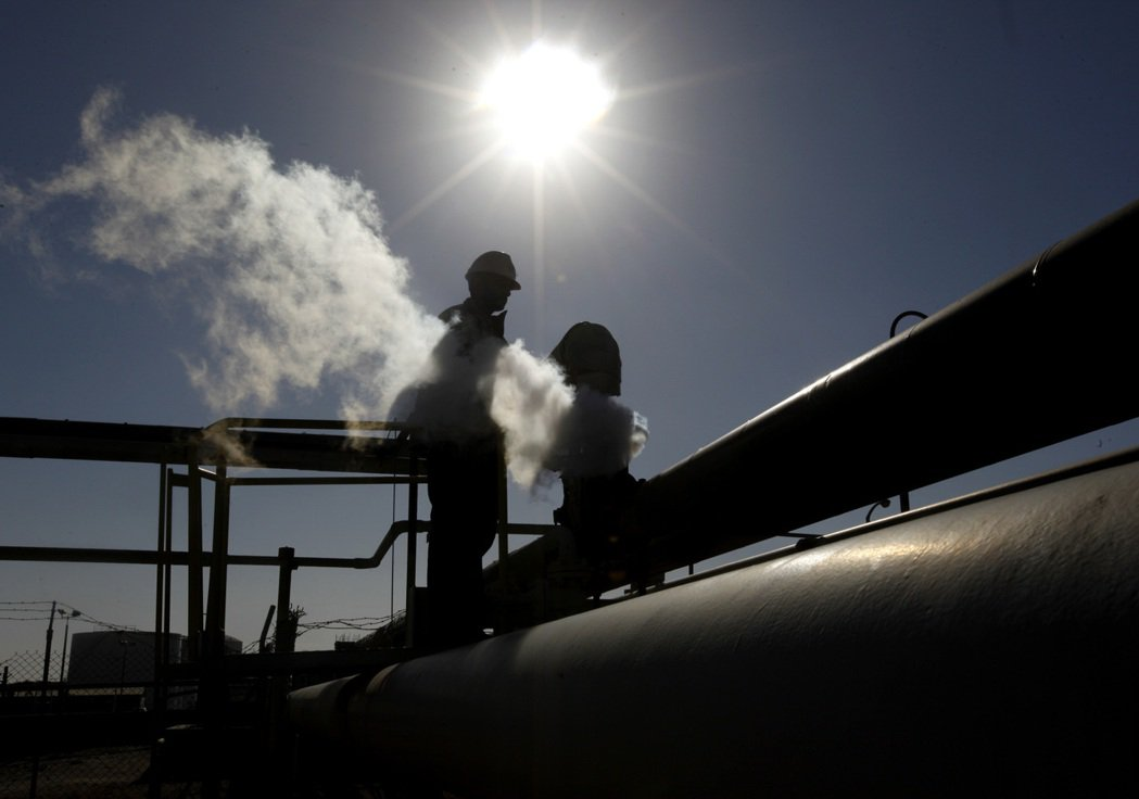 利比亞輸油管道遭關閉,一度令油價走高。  (美聯社)