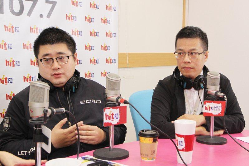 總統府發言人黃重諺(右)、總統府前發言人林鶴明(左)今天接受廣播節目專訪。圖/Hit Fm《周玉蔻嗆新聞》製作單位提供