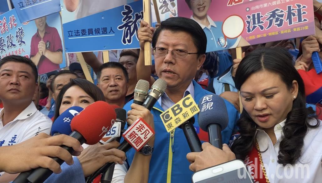 國民黨台南市黨部主委謝龍介( 中)談改革,認為應讓年輕人大膽去做。圖/聯合報資料...
