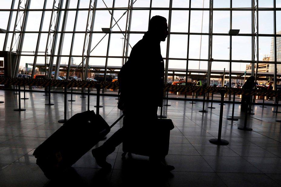 武漢病毒可能衝擊春節旅遊需求,陸股旅遊股挫跌,醫藥股上漲。 路透