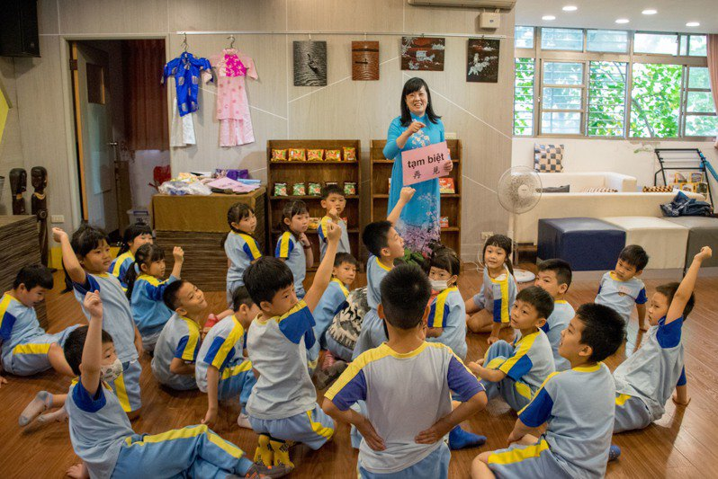 準校長、金龍國小主任楊小梅。圖/新北市教育局提供