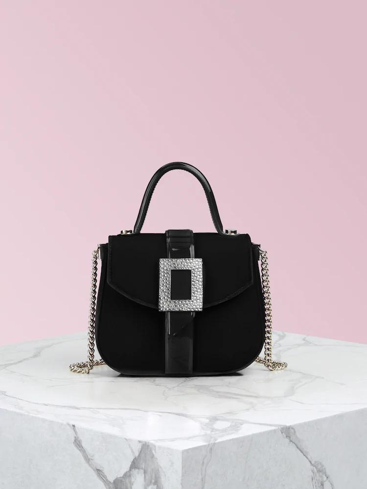 Beau Vivier Micro黑色鑽釦絲絨提包 ,價格店洽。圖/迪生提供
